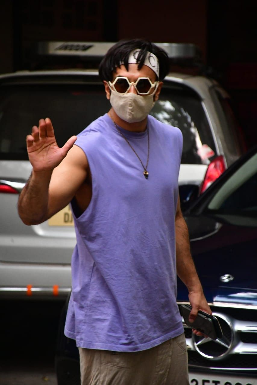 Deepika Padukone, Ranveer Singh and other Bollywood stars captured by shutterbugs in Mumbai; see pics