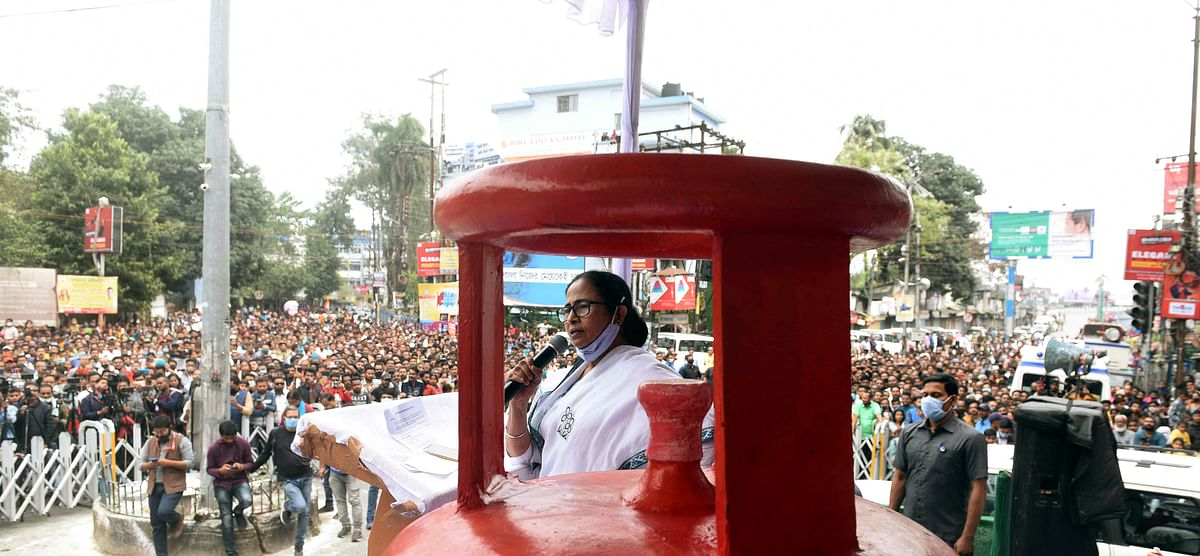 West Bengal: Mamata Banerjee walks the streets of Siliguri to protest LPG cylinder price hike