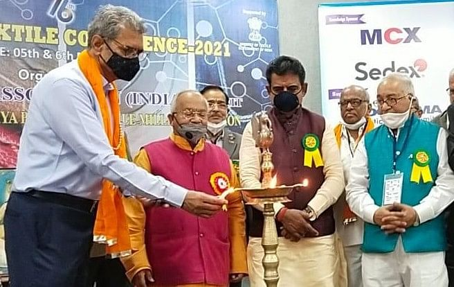 Two-day national textile conference began at Jaal auditorium In Indore on Friday