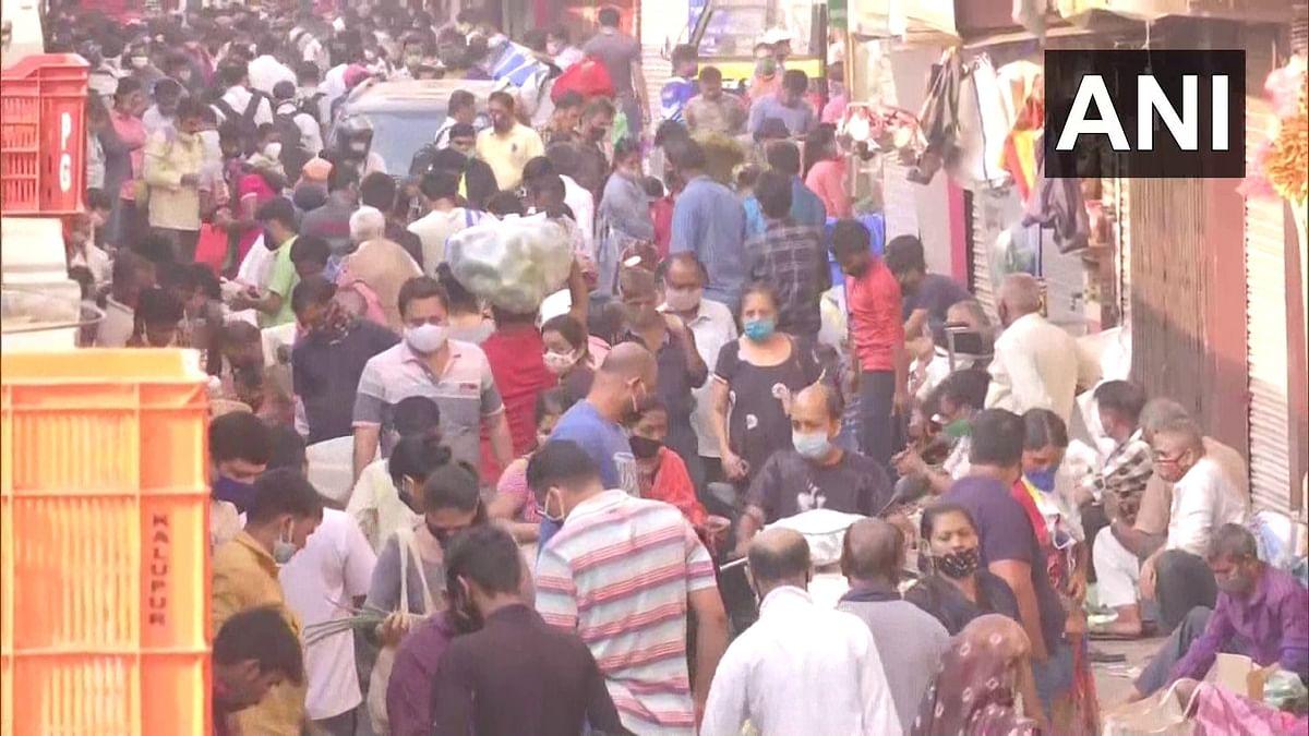 COVID-19 in Mumbai: Huge crowd seen at Dadar market, Shivaji Park; social distancing norms flouted