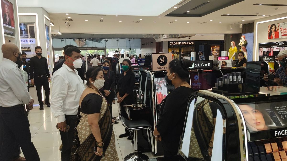 Mumbai: Mayor Kishori Pednekar visits mall in western suburbs, ask people to adhere to COVID-19 protocols