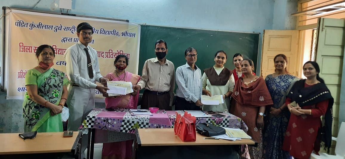 Winner of the debate contest Tilakraj Solanki receives award