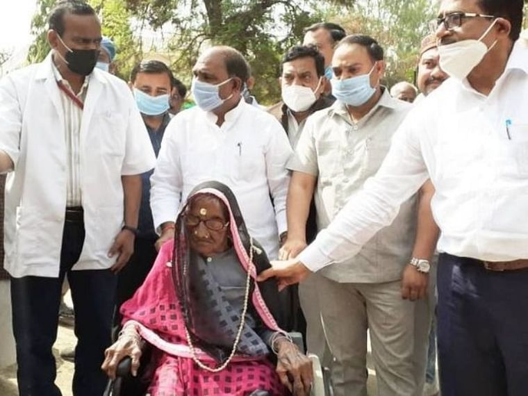 Meet Ram Dulaiyya! India's oldest woman to take COVID-19 vaccination in Uttar Pradesh