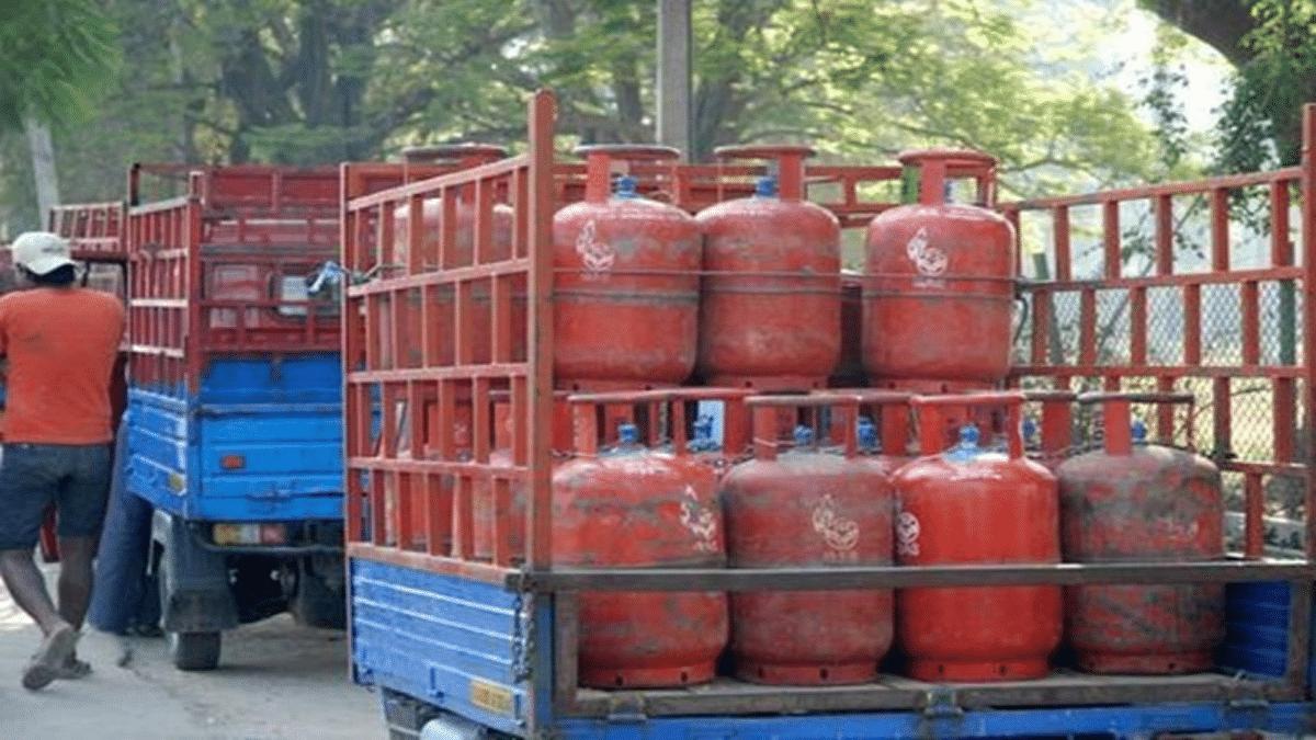 'Ab khana bhi chhod dein?': Twitter fumes as LPG cylinder price crosses Rs 800-mark in New Delhi
