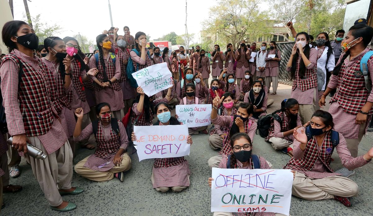 Madhya Pradesh: Amid rising Covid-19 cases, college students and teachers both demand online examinations