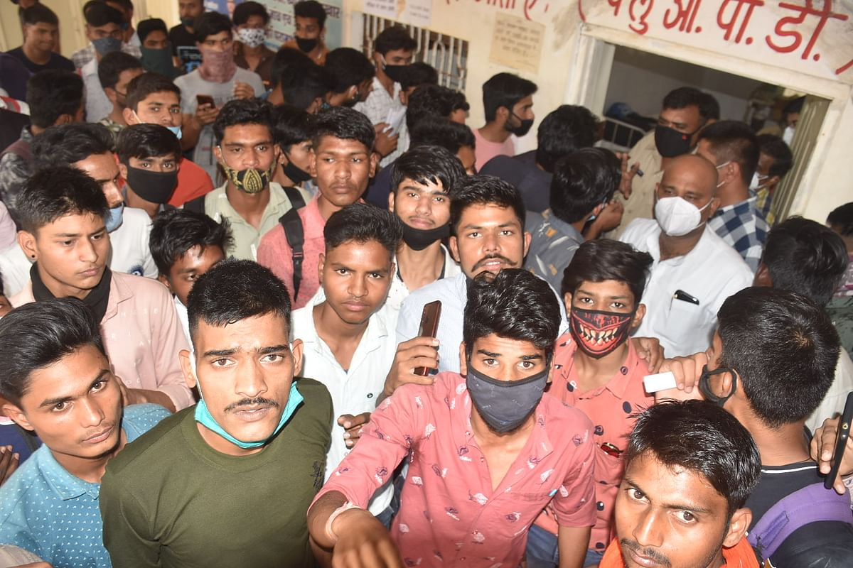Ujjain: Army aspirants create ruckus as District hospital runs out of test kits