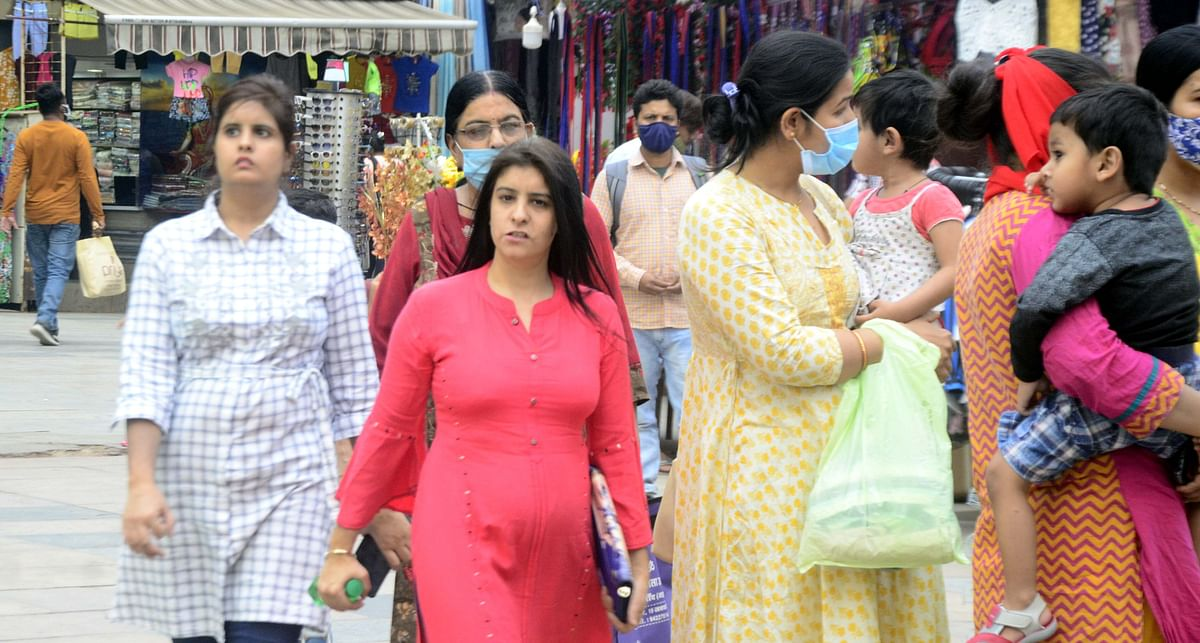 Shoppers without mask at city market in Bhopal