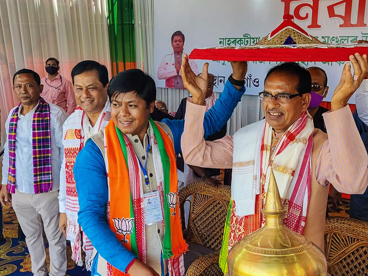 Chief Minister Shivraj Singh Chouhan with Assam CM Sarbananda Sonowal during an election campaign rally at Naharkatia in Dibrugarh district on Monday.