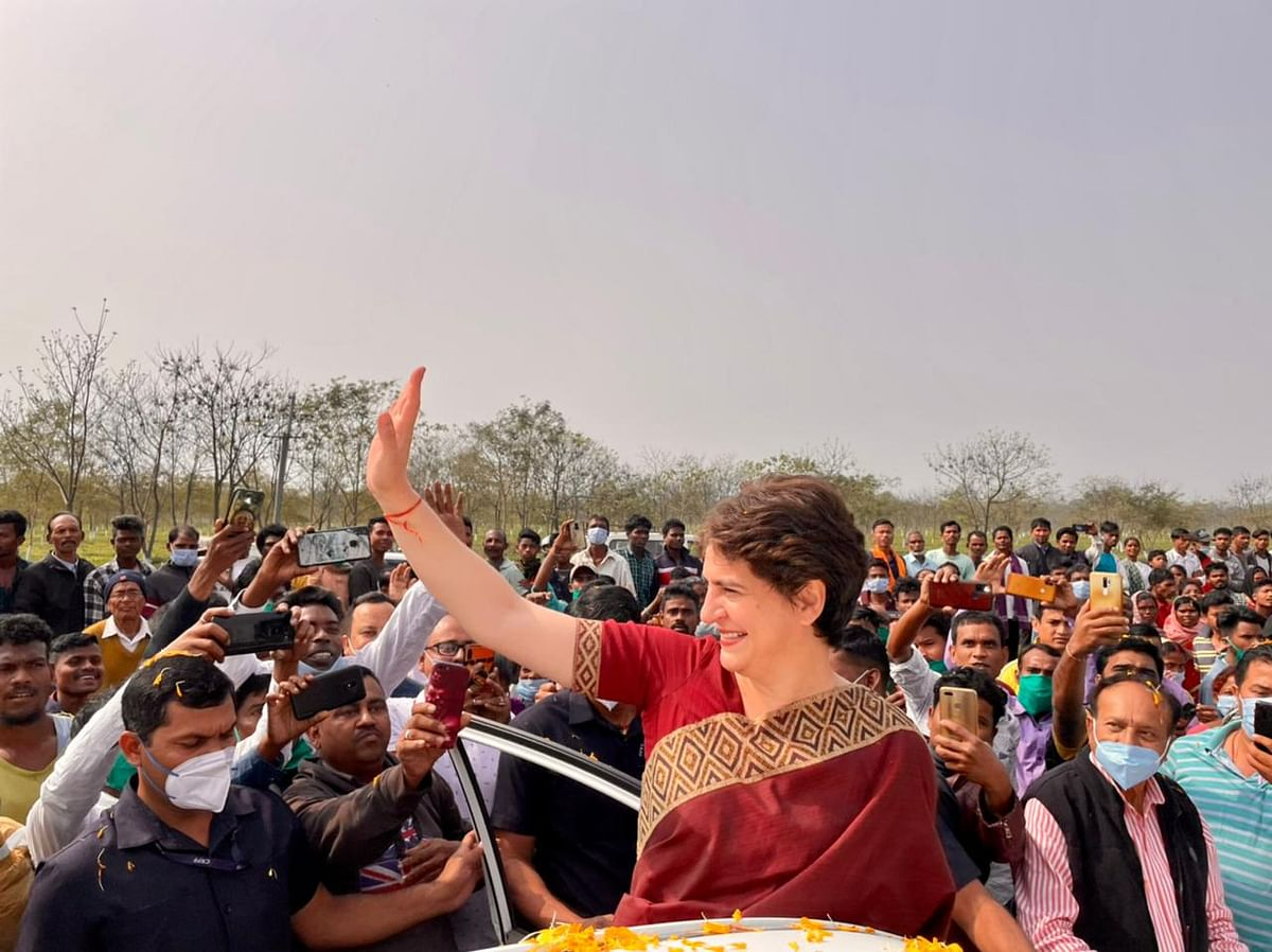 Priyanka Gandhi Vadra being welcomed by tea garden workers at Sadharu, Biswanath, Assam.