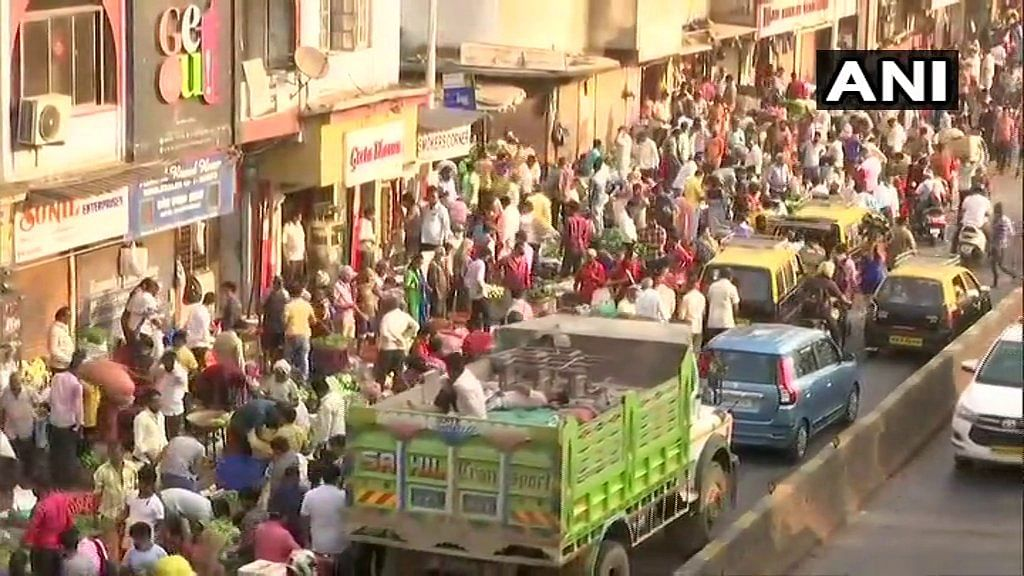 COVID-19: Huge crowd seen at Mumbai's Dadar market, social distancing norms flouted
