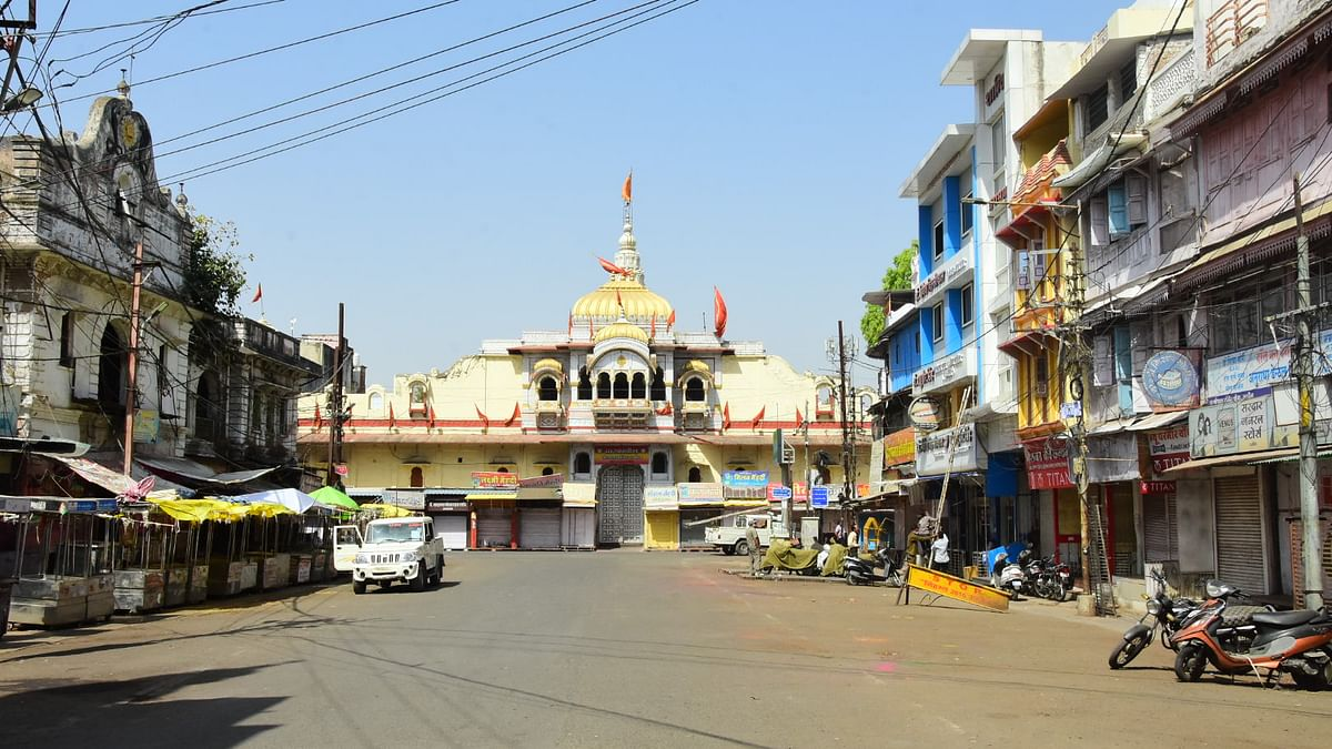 Gopal Mandir area wears a deserted look due to Sunday lockdown