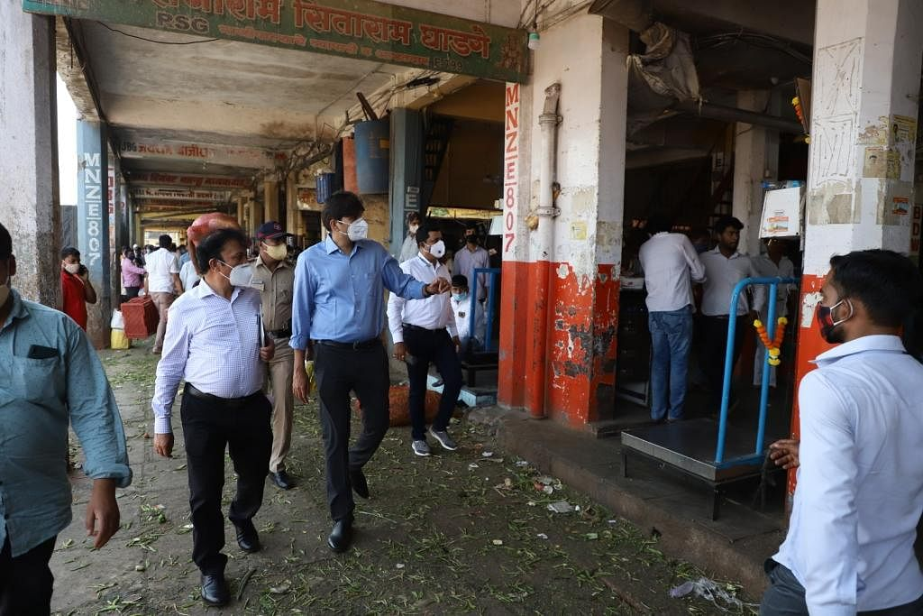 Navi Mumbai: More than 500 people fined at APMC for not following COVID-19 norms
