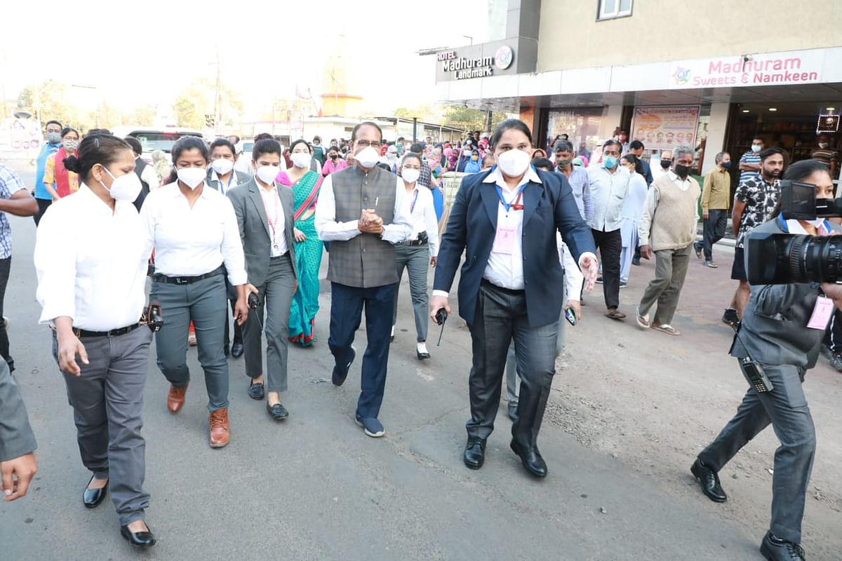 Chief minister Shivraj Singh Chouhan at Nehru Nagar Square accompanied by  all-women staff