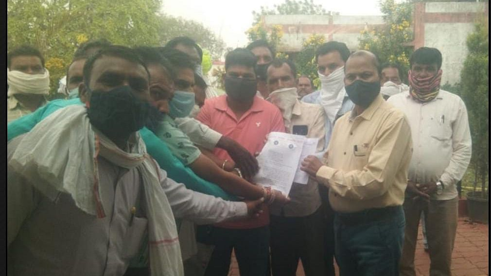 Madhya Pradesh: Members of Sarpanch Association from Sardarpur tehsil extend support to MGNREGA scam accused sarpanches