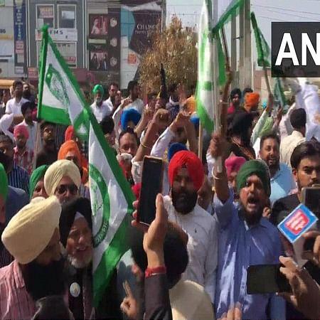 Farmers in Haryana protest outside BJP MLA Aseem Goel's residence