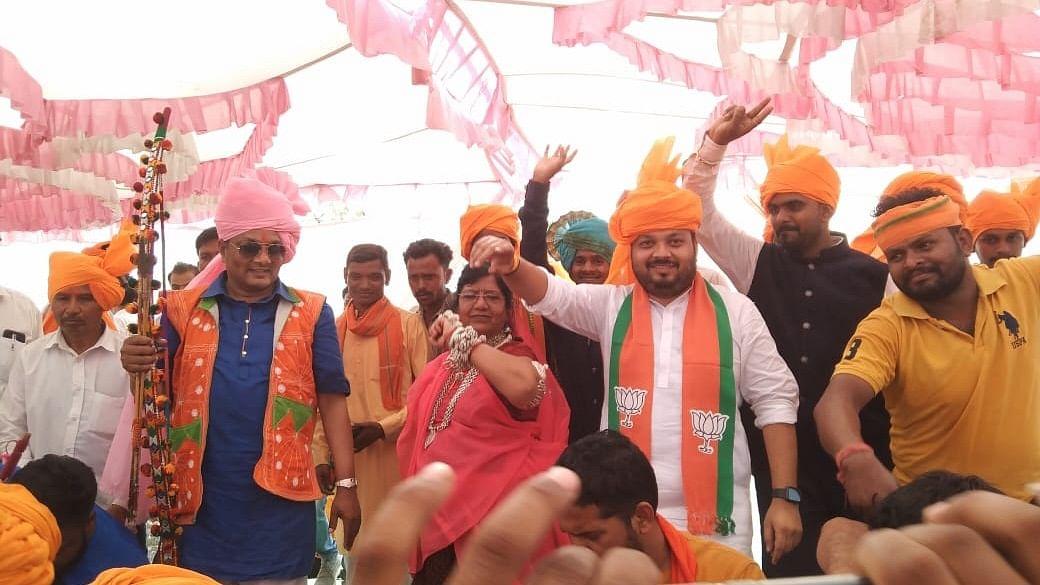 Former minister Ranjana Baghel, former MLA Mukam Singh Kirade, state BJP secretary Patel joined celebration