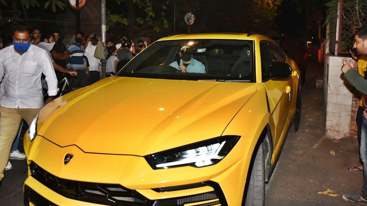 Ranveer Singh borrows Rohit Shetty's Rs 3 crore bright yellow Lamborghini Urus for a ride on Mumbai streets