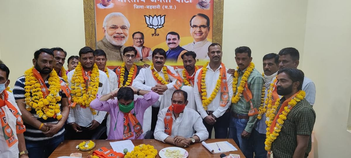 Madhya Pradesh: Former Rajpur block Congress president Deepak Patel, MLA representative Jitendra Yadav turn saffron, 30 others follow the lead