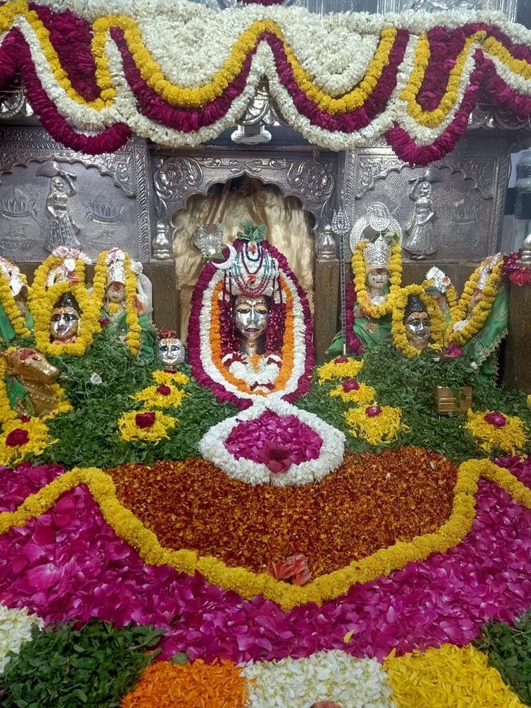 Pradosh Sringar of Lord Shiva at Shri Badwale Mahadev Mandir, at Sindhi Market, Kayasthpura in the city, on Wednesday