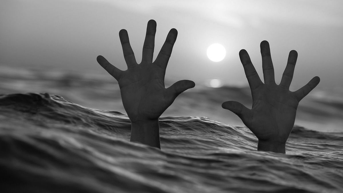 Maharashtra: Father-son duo drown as boat overturns in rivulet during selfie bid in Solapur district