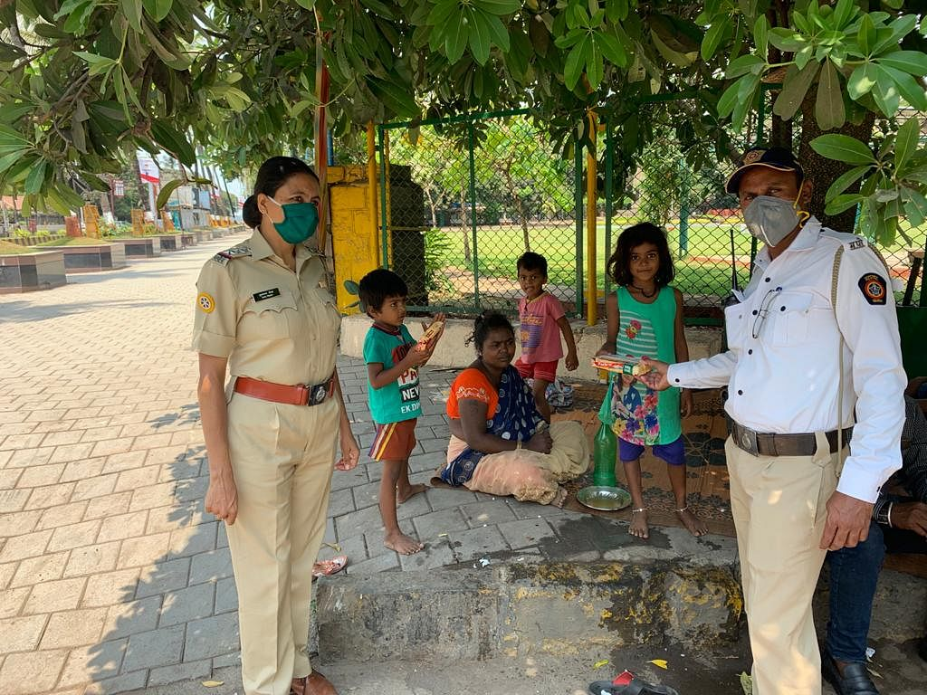 Women's Day 2021: Meet the Covid Sheroes of Mumbai - Police Inspector Mubarak Shaikh and her team fed the homeless during lockdown