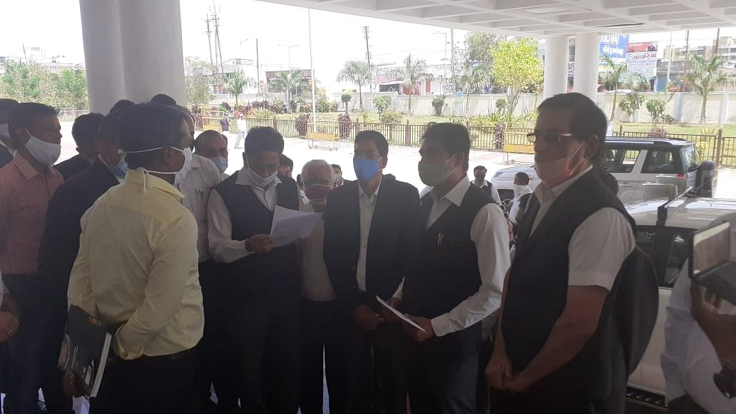 Madhya Pradesh: Advocates in Ratlam demand timely implementation of Advocate Protection Act, submit a memorandum