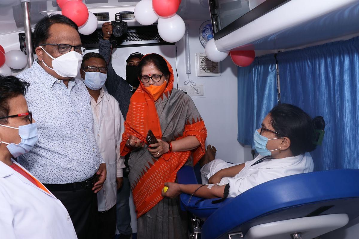 Madhya Pradesh: MLA Neena Vikram Verma, collector inaugurate blood collection and transportation van in Dhar