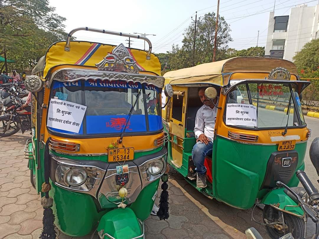 Auto-rickshaw display posters declaring free ferrying services for devotees