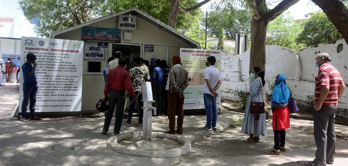 People queue up for corona testing at the fever clinic of JP Hospital in the state capital, Bhopal, on Saturday.