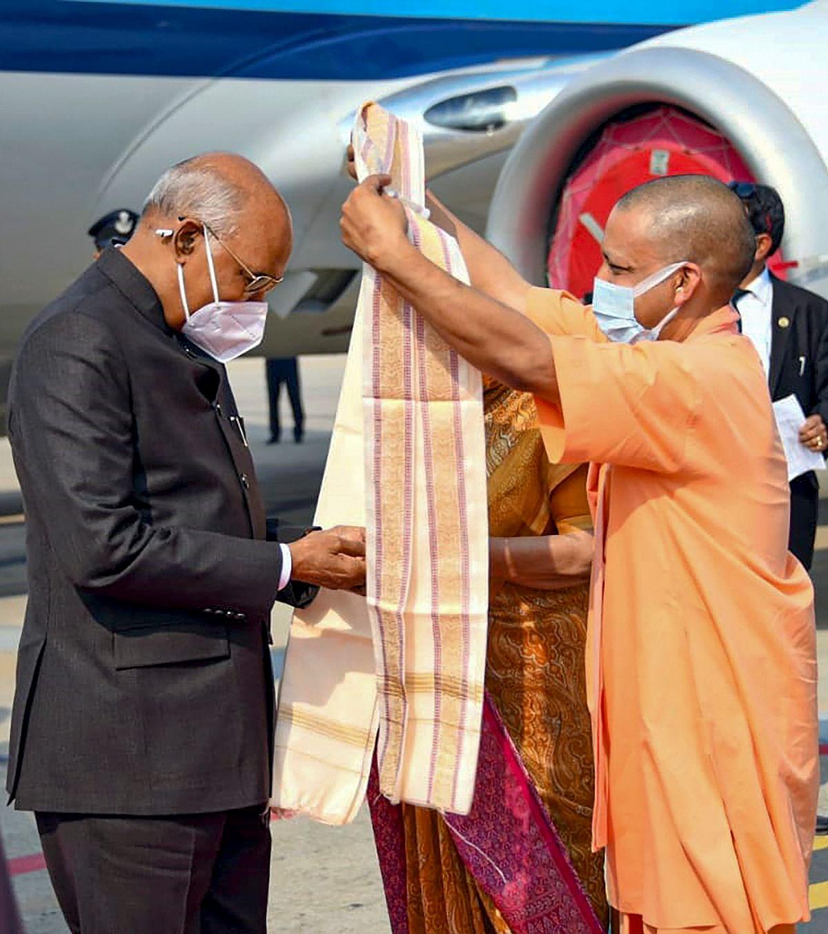 Uttar Pradesh: President Kovind offers prayers at Kashi Vishwanath temple, CM Yogi Adityanath and Guv Anandiben Patel present -- see pics
