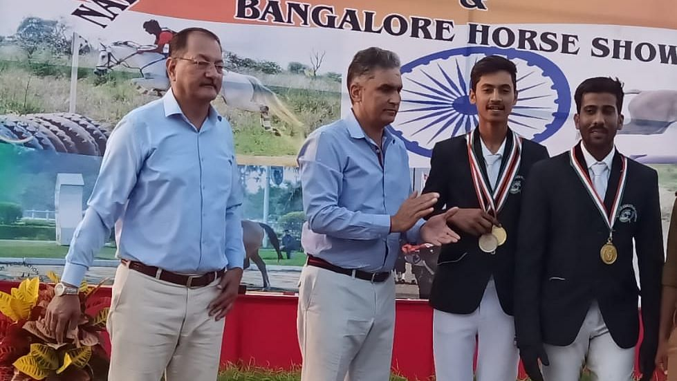 Faraz Khan and Raju Singh Bhadouria receives medals at national championship held in Bengaluru