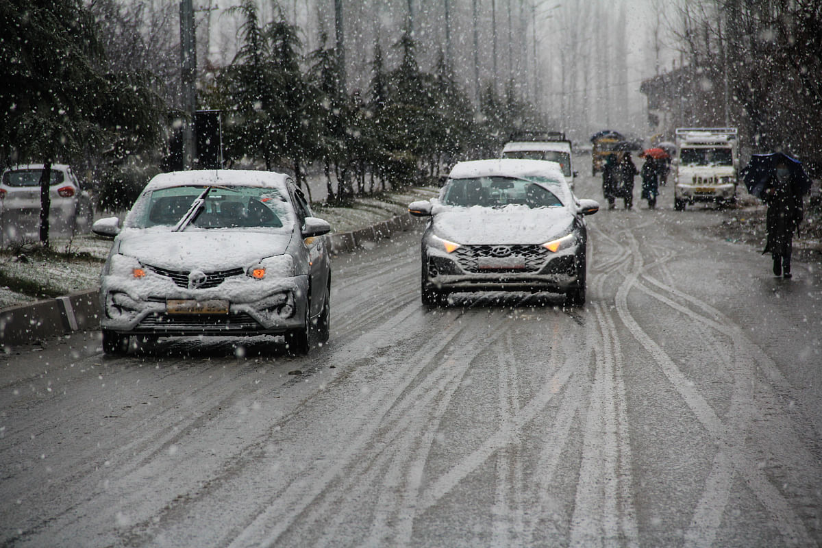 In Pictures: Fresh snowfall and rain lashes parts of Kashmir