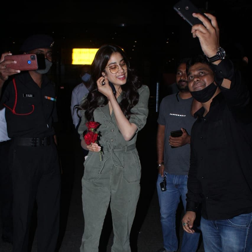 Watch: Janhvi Kapoor's manager loses calm after fan tries to take selfie at Mumbai airport; actress intervenes