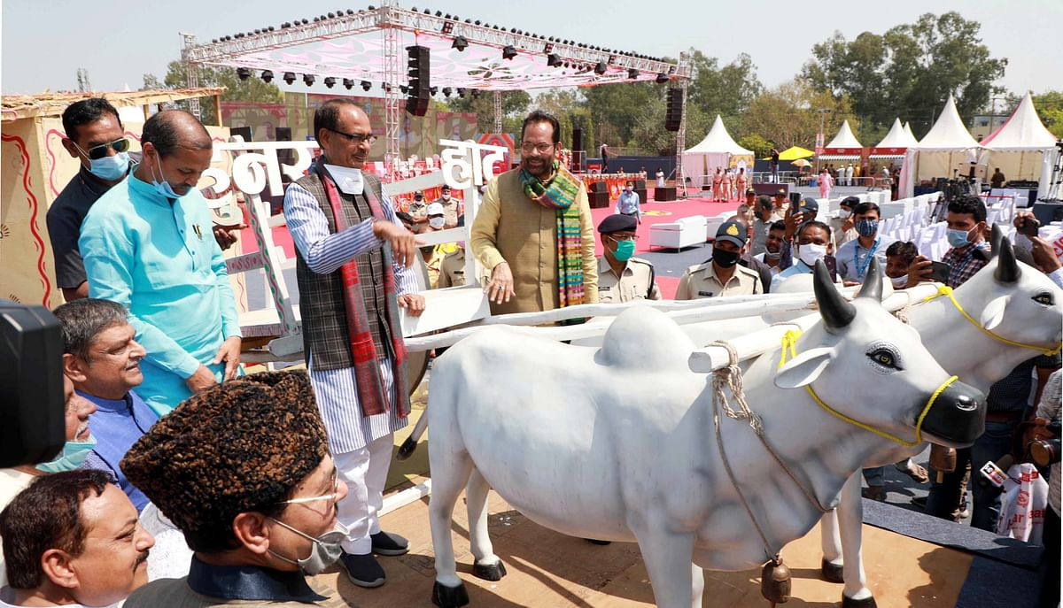 Chief Minister Shivraj Singh Chouhan with Union minister for minority affairs Mukhtar Abbas Naqvi Muktar with a replica of a bullock-cart at the exhibition-cum-sale, 'Hunar Haat', at the Lal Parade Ground on Saturday.