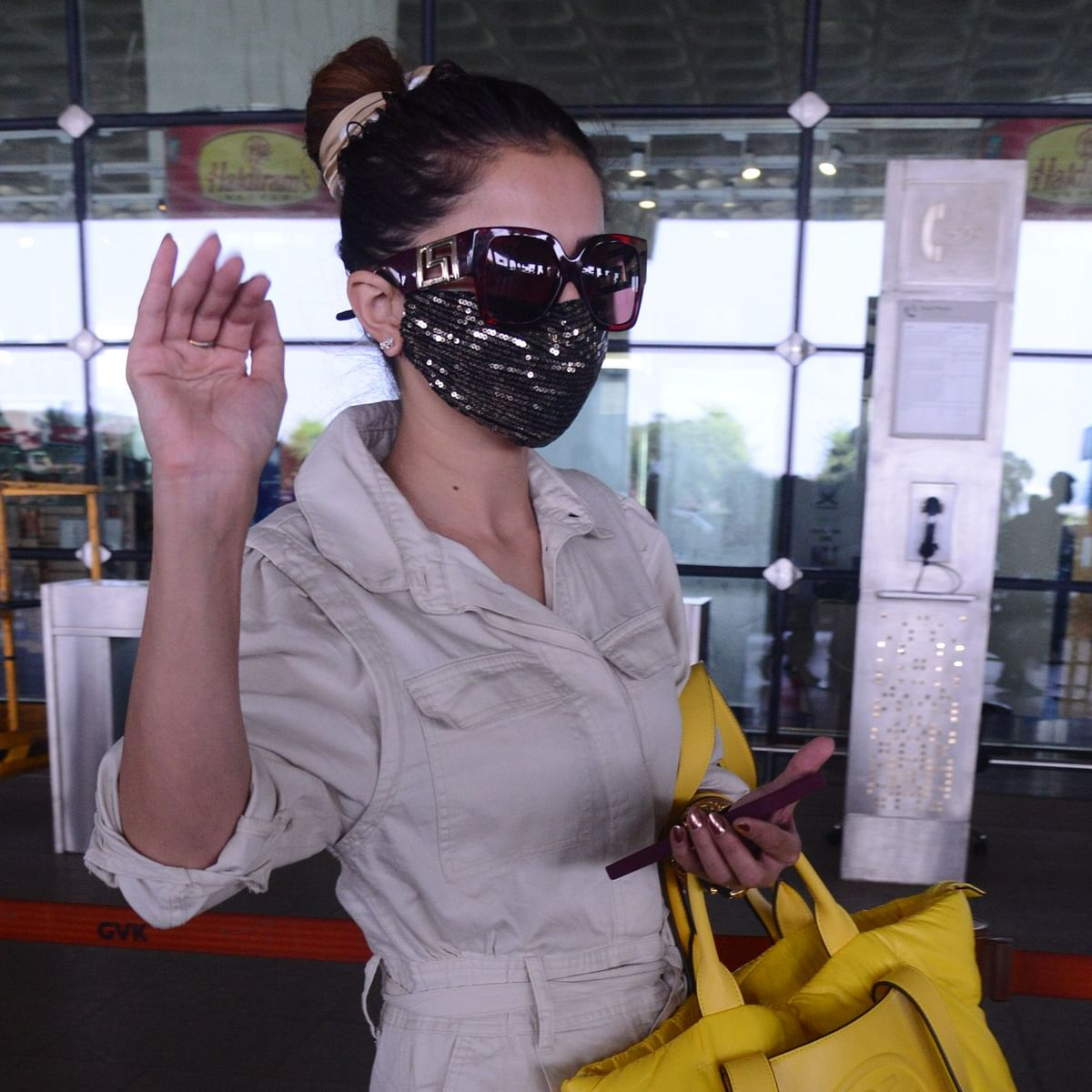 'Attitude dekho': Netizens slam 'Bigg Boss 14' winner Rubina Dilaik for  'arrogance' at airport - watch video