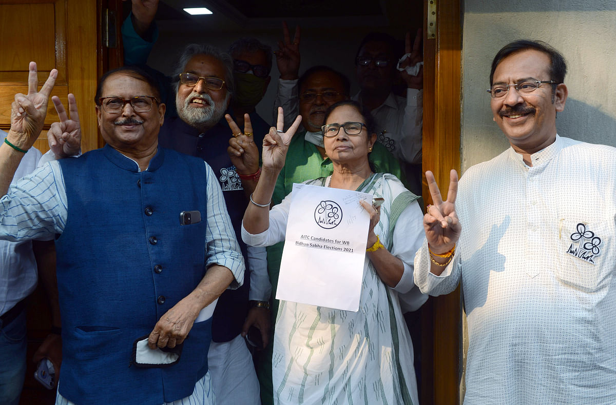 West Bengal Chief Minister Mamata Banerjee along with Party leaders
