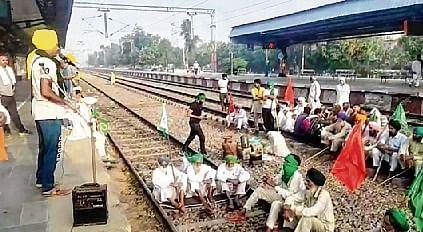 Farmers block highways, roads in Punjab, Haryana