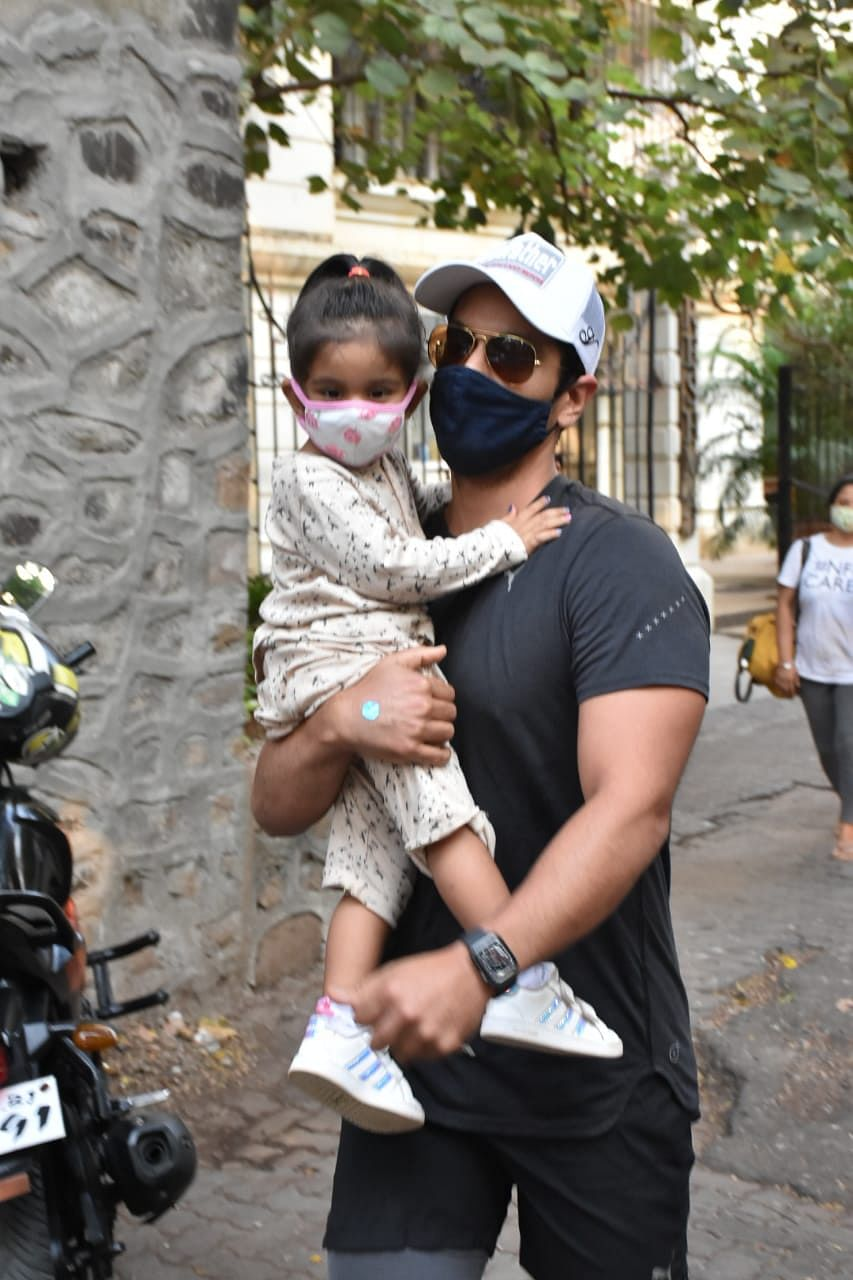 Angad Bedi with daughter