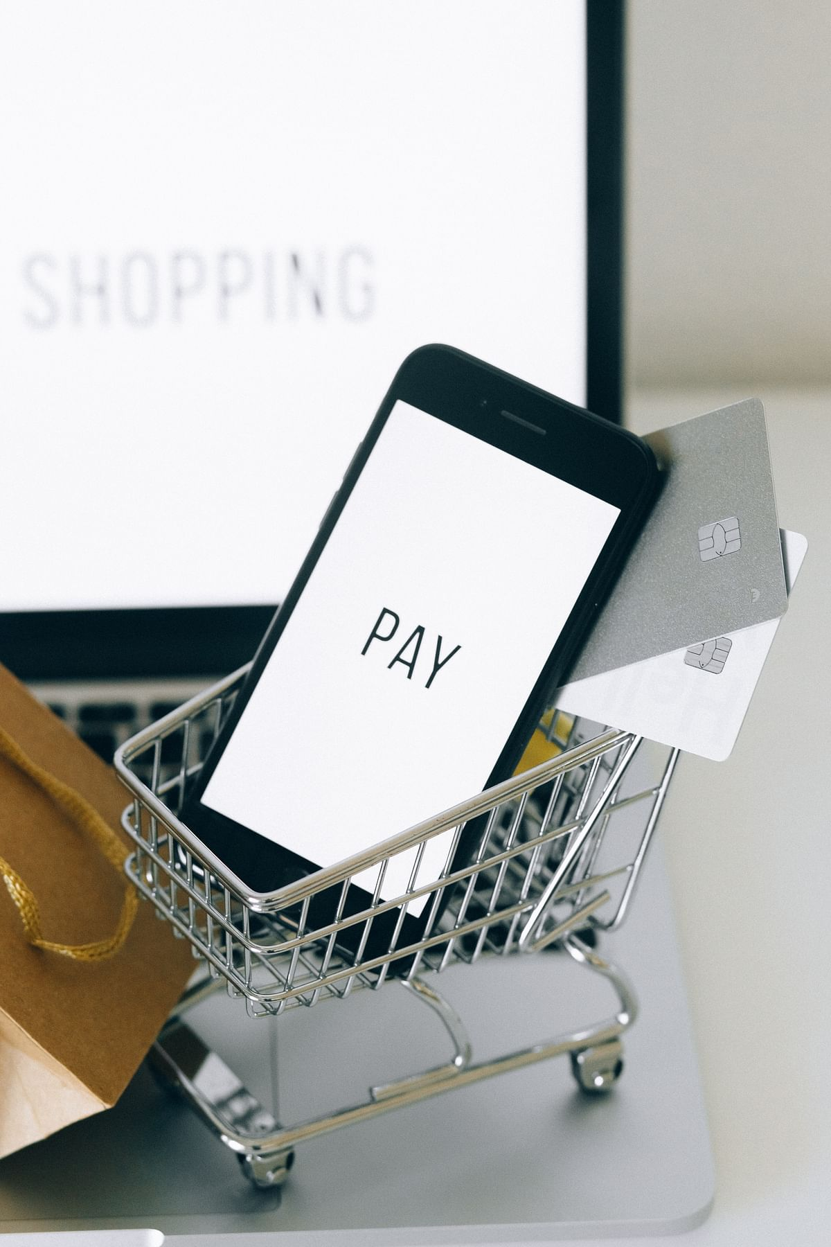 Rising internet usage, increasing middle class powering Indian e-commerce market, says Fitch Solutions