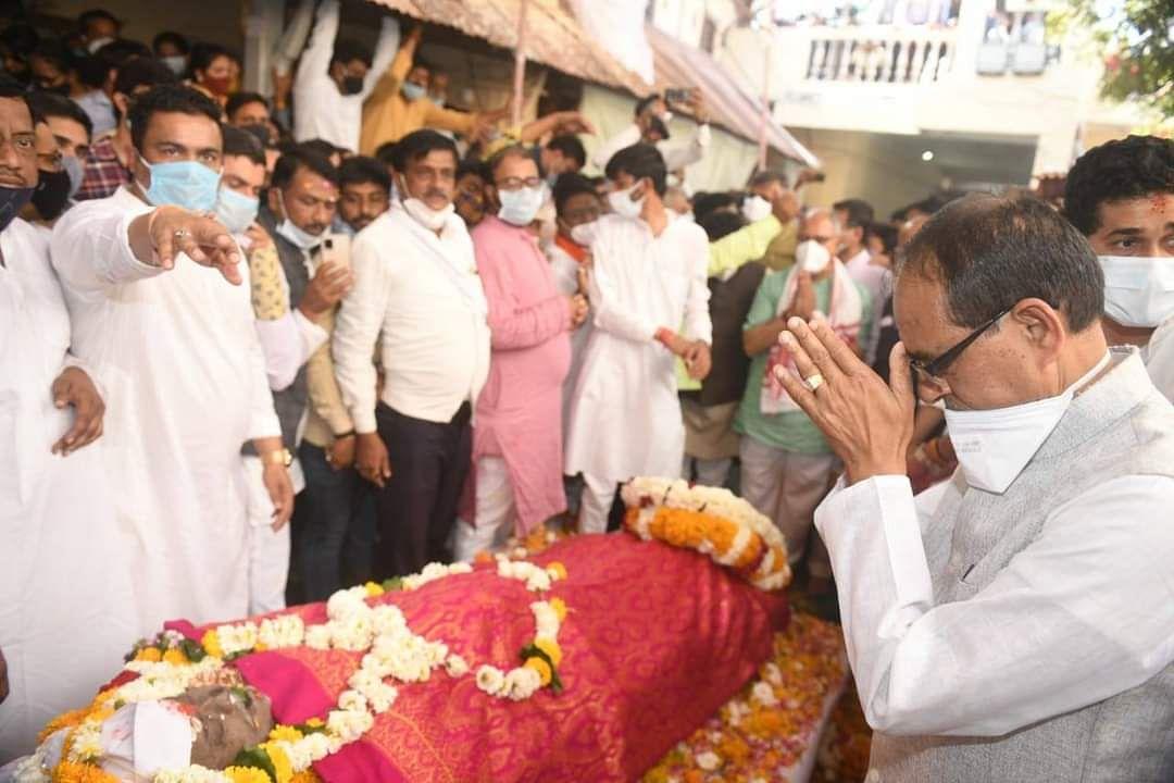 Madhya Pradesh: Thousands bid a teary farewell to Nandu Bhaiya, CM Shivraj, ministers and MPs reach hometown Shahpur