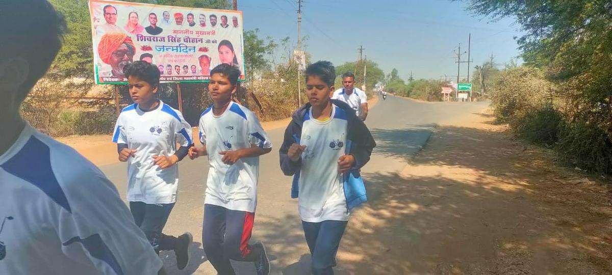 Three Bina girls participate in marathon