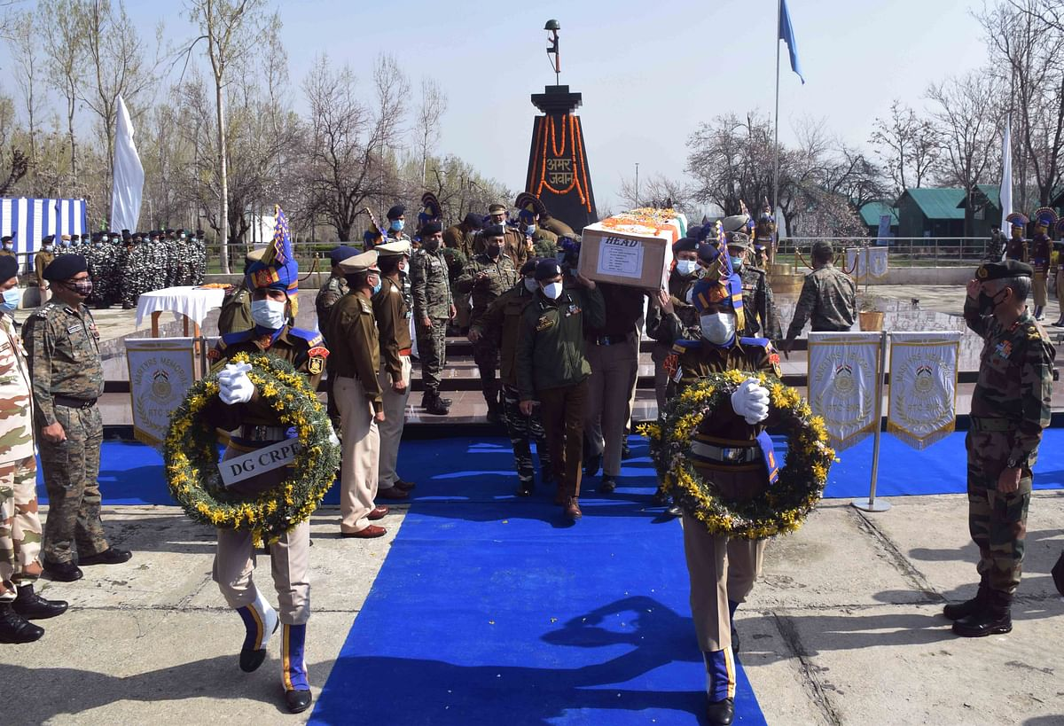 Police and CRPF officers carry the coffin of slain troopers who were killed in a militant attack at Lawaypora in the outskirts of Srinagar.