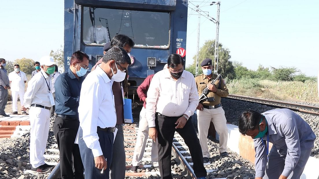 Alok Kansal – General Manager of Western Railway conducts inspection in Rajkot Division to review ongoing works