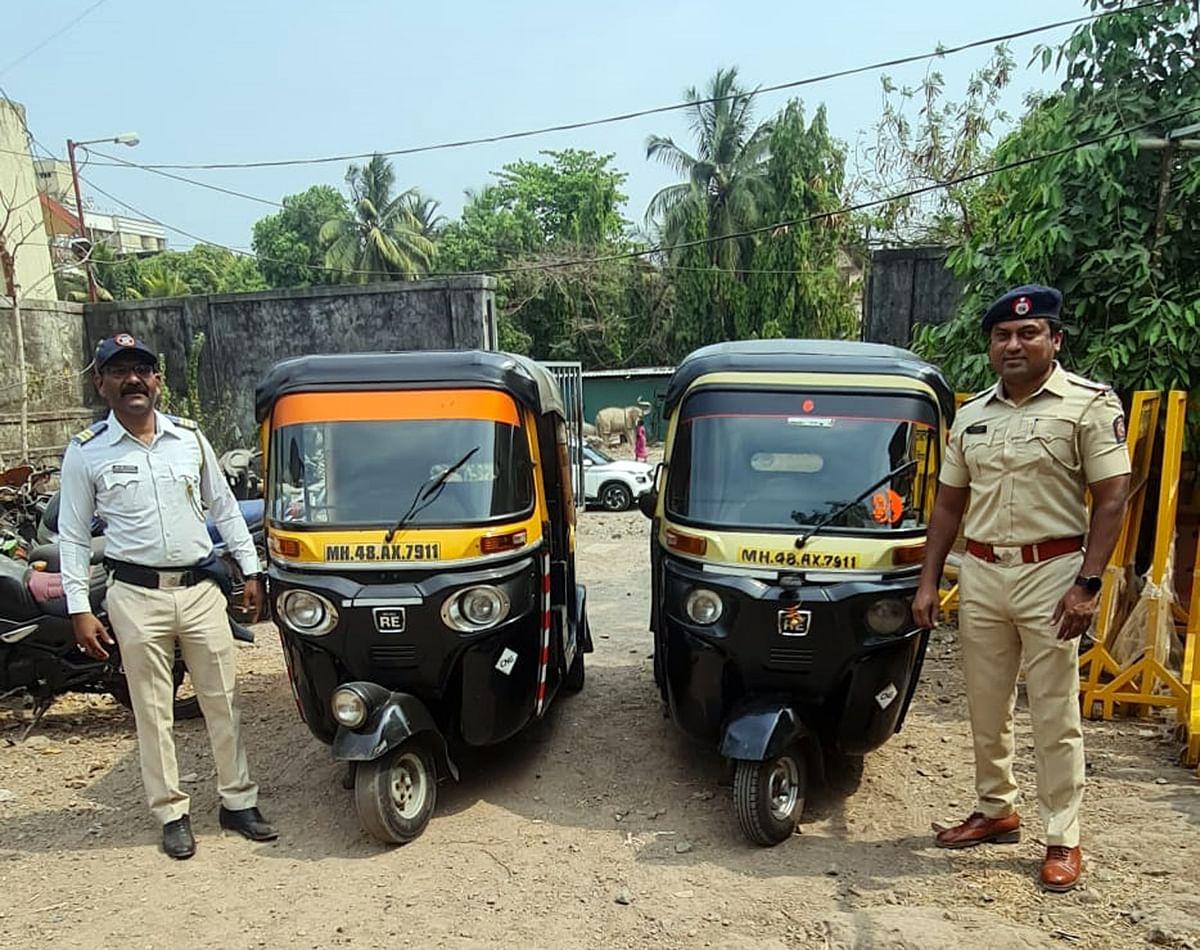 Mira Bhayandar: Two auto-rickshaws with same number plate, drivers held