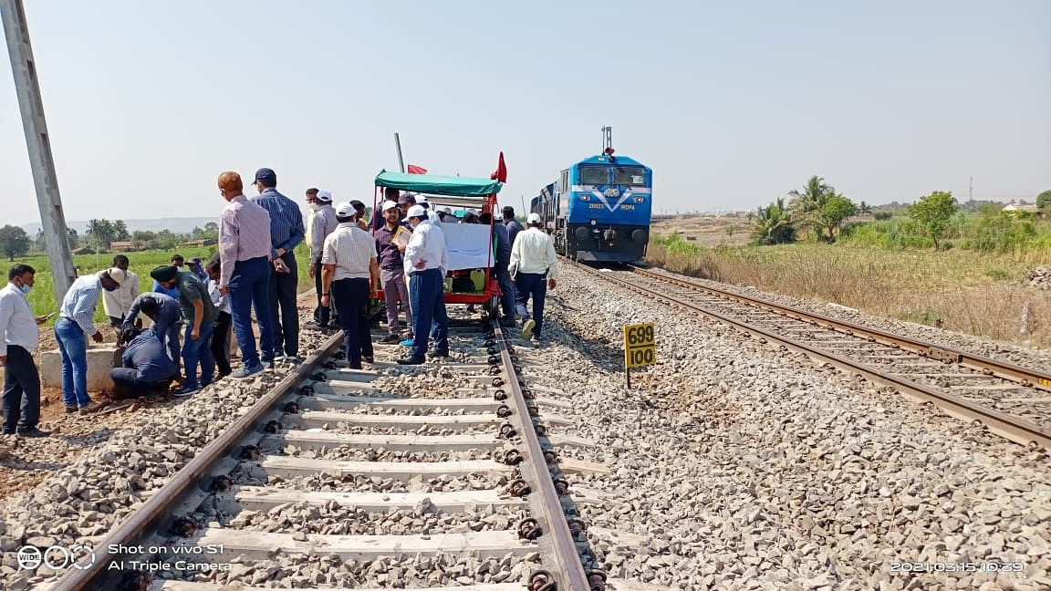 Commissioner of Railway Safety inspects doubling of railway track between Kudachi and Raybag of SWR