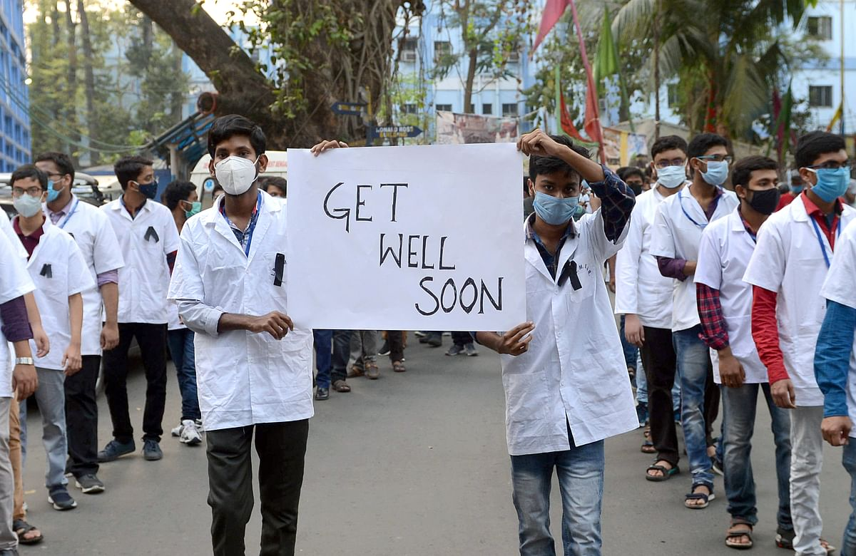West Bengal, March 11 (ANI): Medical students of SSKM Hospital and TMC legal cell organized a rally to pray for West Bengal Chief Minister Mamata Banerjees speedy recovery in Kolkata on Thursday.