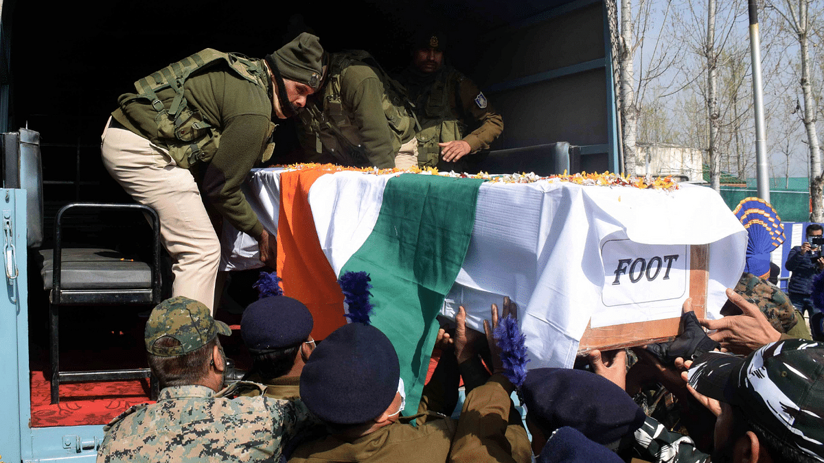 In Pics: Wreath-laying ceremony of two CRPF personnel, who lost their lives during Lawaypora attack in Srinagar