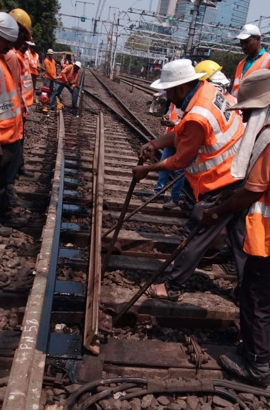 Western Railway carries out infrastructure maintenance works during the jumbo block between Marine Lines & Mahim stations