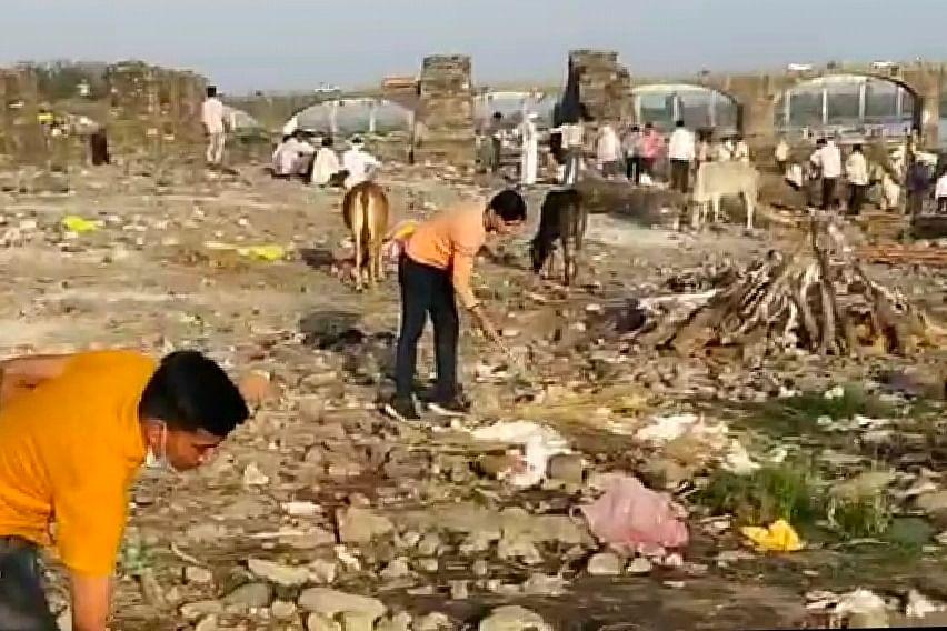 Anil Choudhary, friends cleaning crematorium in Mortakka