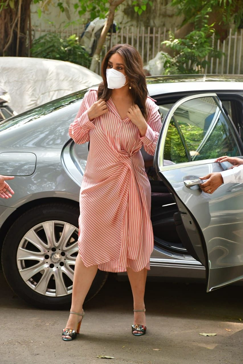 In Pics: A reluctant Kareena Kapoor agrees to remove her mask for paparazzi under THIS condition